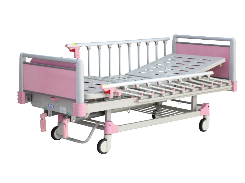 ZKC 261 hand operated hospital bed (children type)